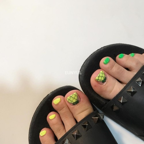 pineapple pedicure