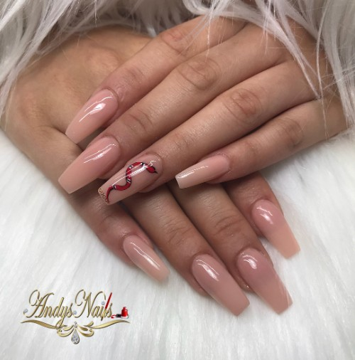 Gucci accent nail in nude manicure