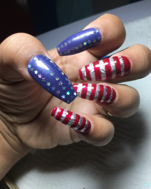 stripes-and-stars-nail-design