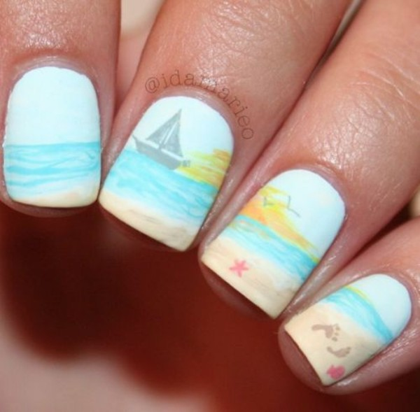 summer-beach-nails-with-yacht