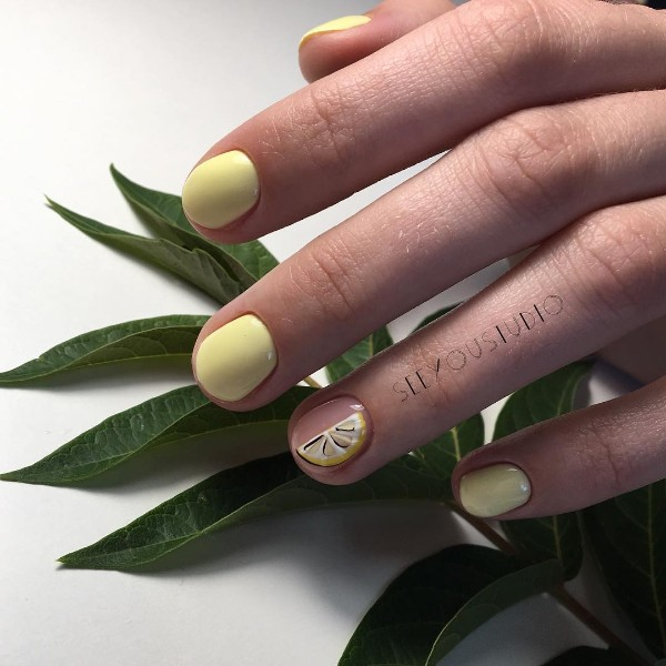 summer-lemon-nails