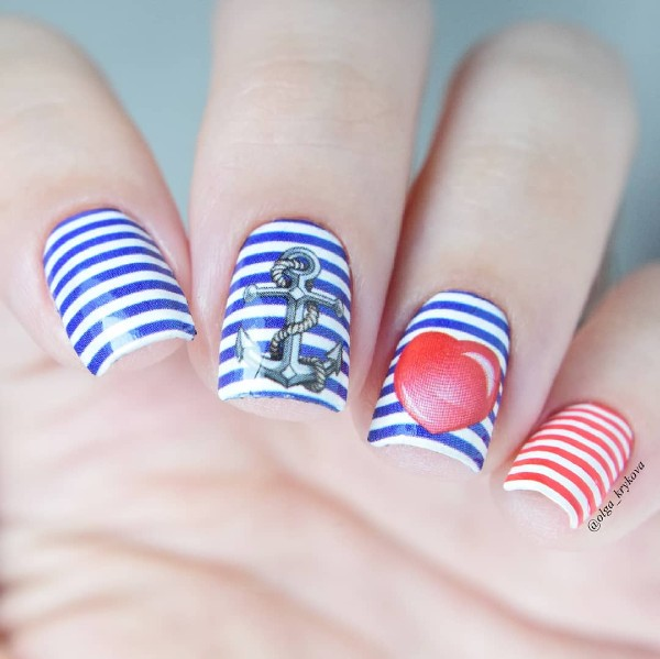 summer-marine-nails-with-stripes