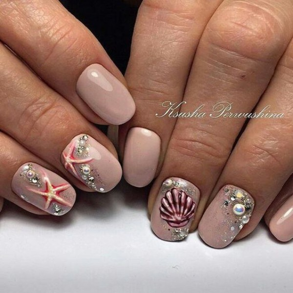 summer-sea-star-nail-design