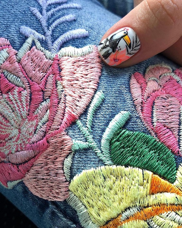 summer-toucan-nail-design