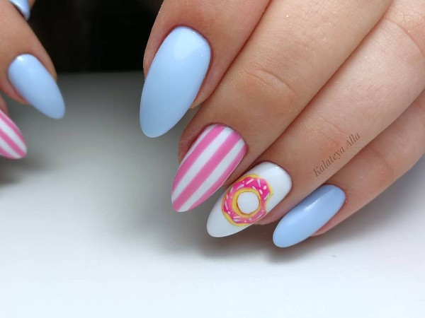 summertime-doughnut-nail-art-for-pool-party