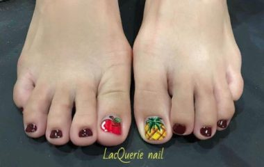 toe nail design with a pineapple