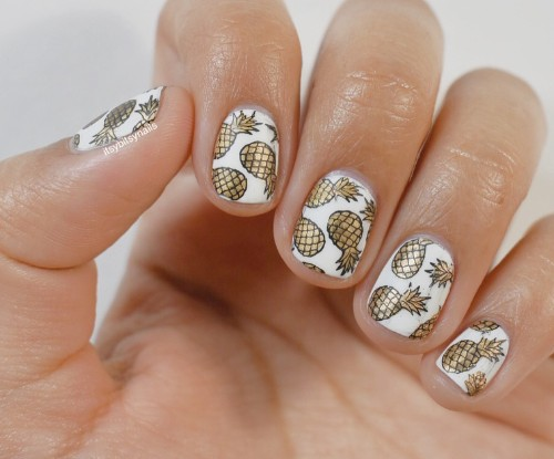 white and golden nails with pineapples