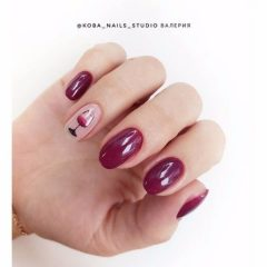 oval-glass-of-wine-manicure