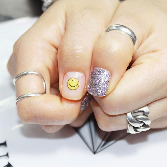 emoji-backto-school-manicure