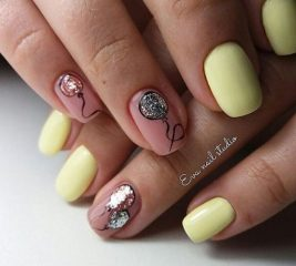 light-yellow-manicure-with-glitter-balloons