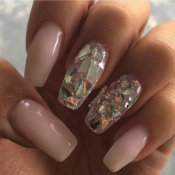 nude-and-shuttered-glass-summer-manicure--jessysnaglar
