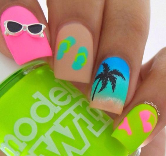 summer-nails-with-sunglasses-for-beach