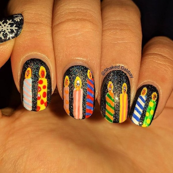 winter-birthday-nails-with-candles