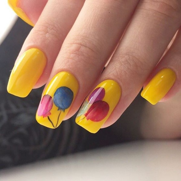yellow-nails-with-balloons-for-birthday-party