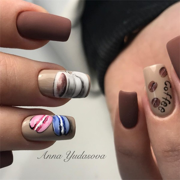 coffee-and-macaroons-nail-design