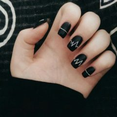 black-heartbeat-nail-design-for-Halloween