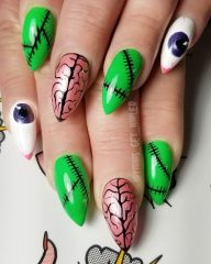 brain-halloween-nails