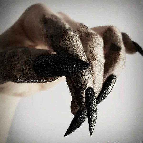 dragon-egg-stiletto-black-halloween-nails