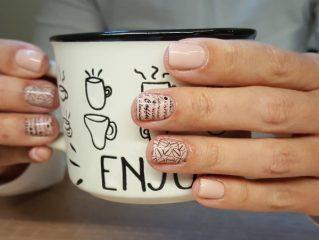 coffee-stamping-nail-design