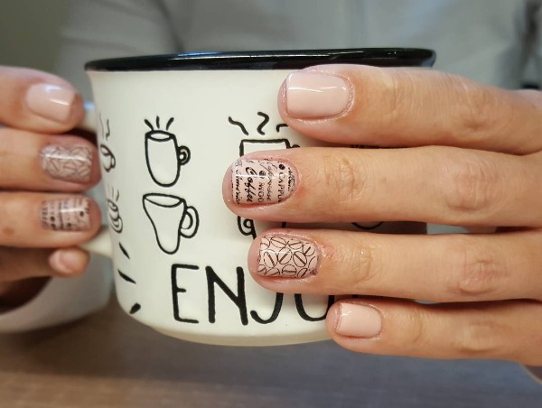 coffee-stamping-nail-design