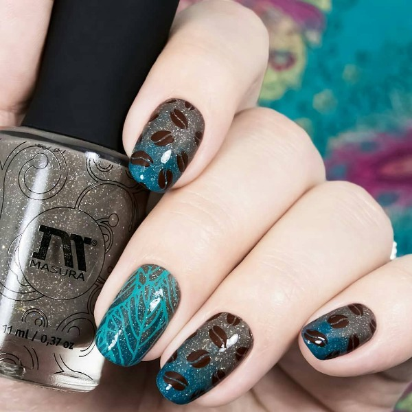 glitter-coffee-themed-manicure