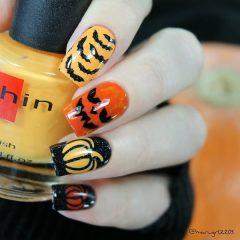 halloween-pumpkin-nails