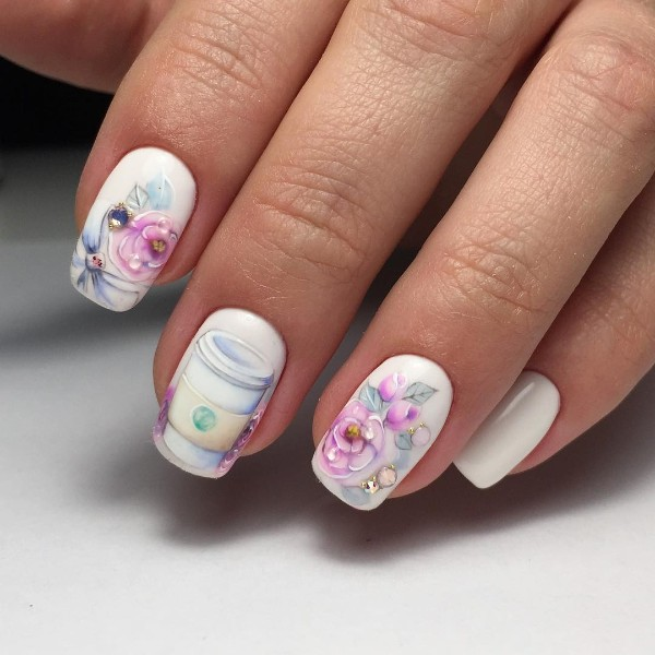 pastel-coffee-nail-design-with-flowers