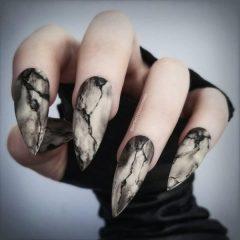 scary-stiletto-halloween-nails