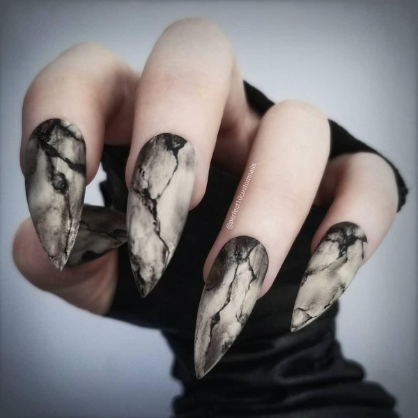 scary-stiletto-halloween-nails