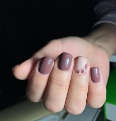 simple-coffe-nail-design-short-nails