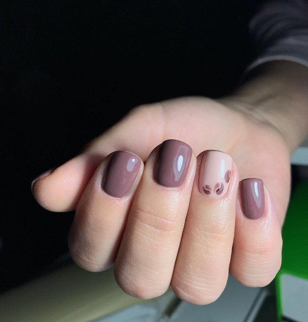 simple-coffee-nail-design-short-nails