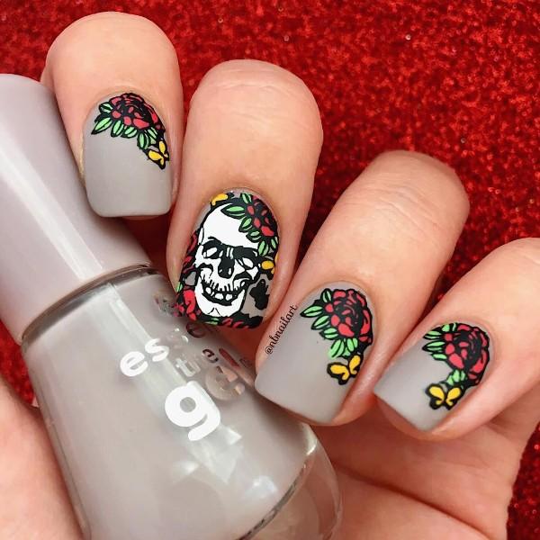 skull-halloween-nail-art