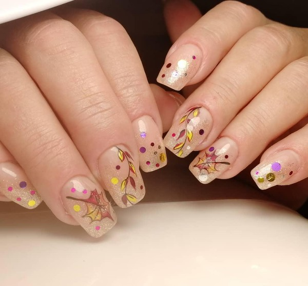 beige-nails-fall