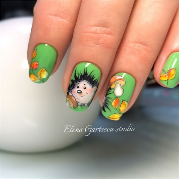 green-fall-nails-with-hedgehog