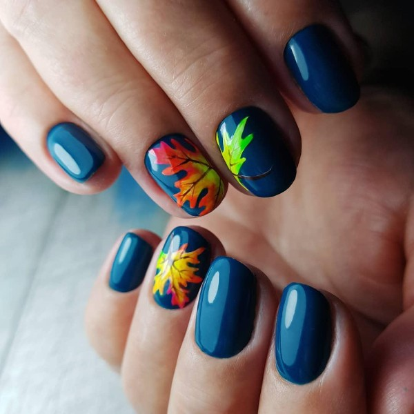 colorful-blue-fall-nails-design-with-leaves