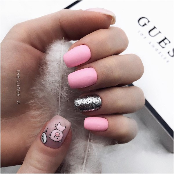 new-years-nails-with-a-pig