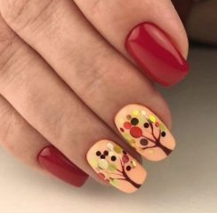 red-fall-nails-wit-a-tree