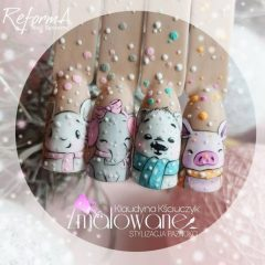 winter-nail-design-with-a-pig