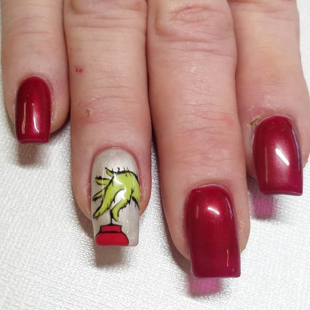 nail art with Grinch hand