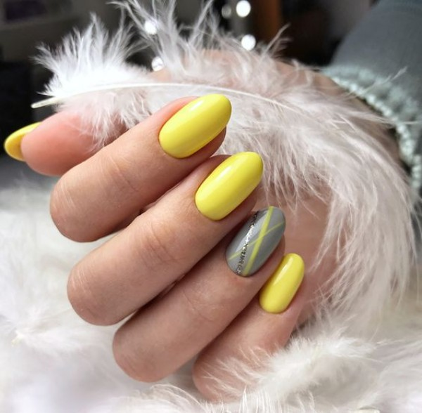 gray and yellow manicure