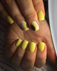 short sunflower nail design