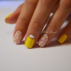 floral yellow nails