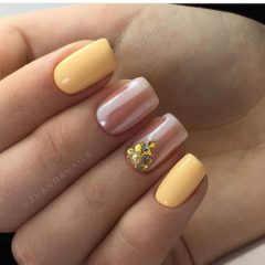 wedding yellow nails