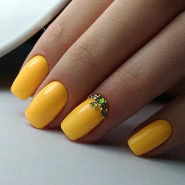 easy nails yellow with stones